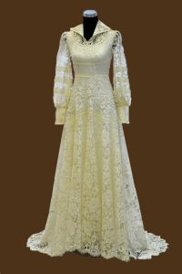 1970s Ivory Fine Lace Wedding Dress with Train