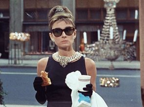 "Audrey Hepburn in ""Breakfast at TIffany's"" con il tubino nero di Givenchy"